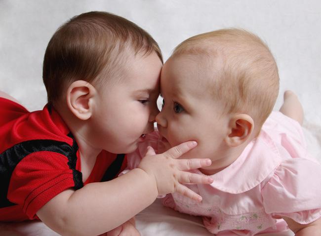Noah Kissing Clara